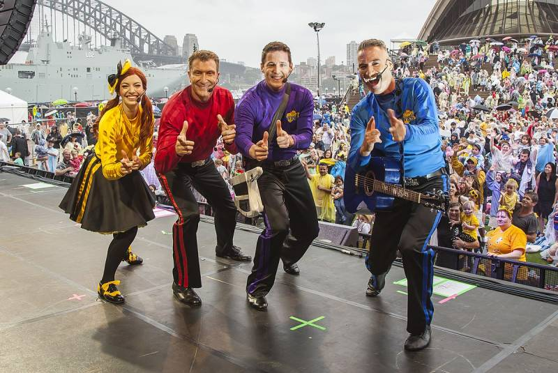 1200px-The_Wiggles_live_in_Sydney_2018.jpg